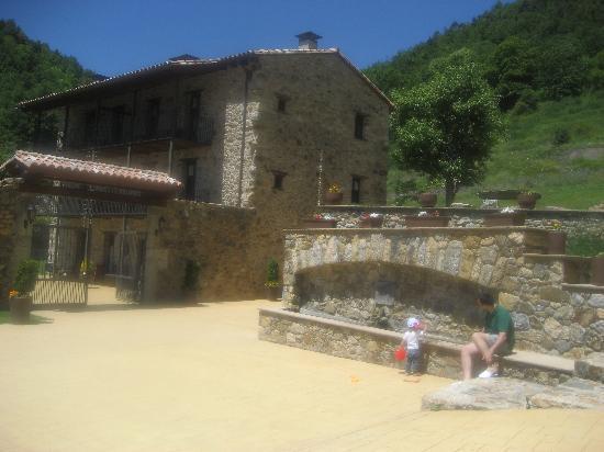 Masia la Casassa : fuente de agua buenísima en la entrada