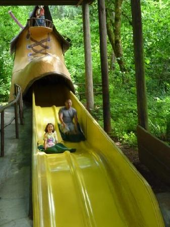 Enchanted Forest Theme Park: Shoe Slide race