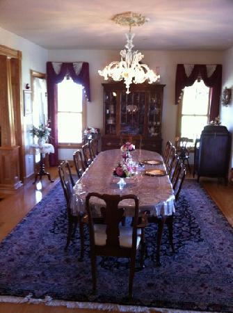 Hurst House Bed & Breakfast: The dining room