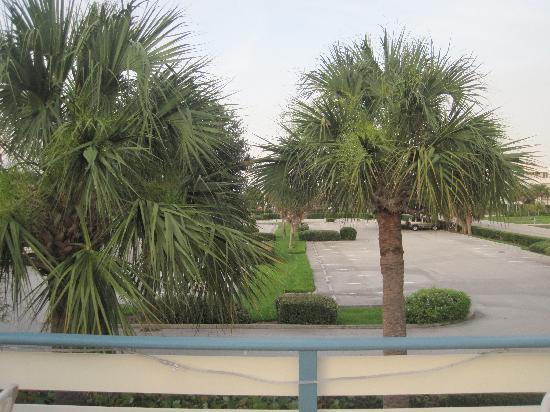 سي سبراي إن: beach lot ,extra parking for your guests if you  have some