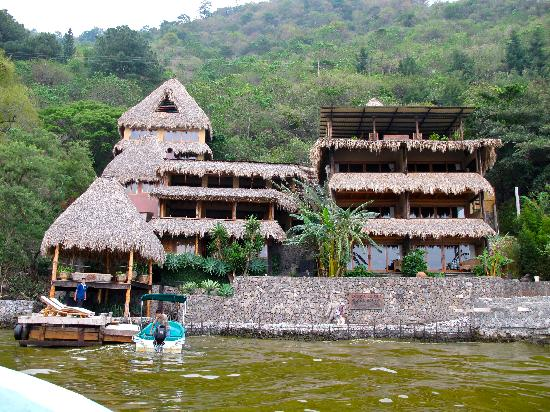 Laguna Lodge Eco-Resort & Nature Reserve: View of the lodge from the water