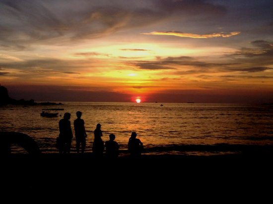 Island One Cafe & Bakery: view the sunset from ''island one cafe'' with my family