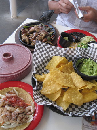 Guac-n-Roll Cantina: The food.