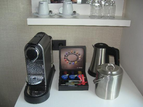 Hotel Notting Hill: Nespresso and kettle