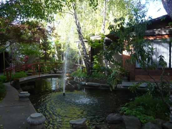 Dinah's Garden Hotel: From visit in 2010 - great stay