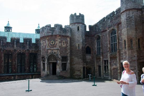 Berkeley Castle: The entrance porch