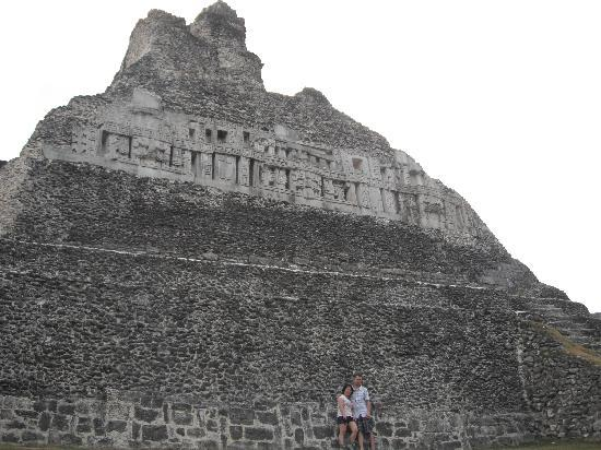 ‪‪Nefry's Retreat‬: Xunantunich .....50 cents bus ride + 10 belize entrance‬