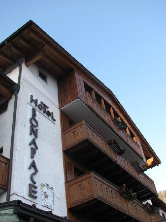 Hotel Bonapace: Exterior