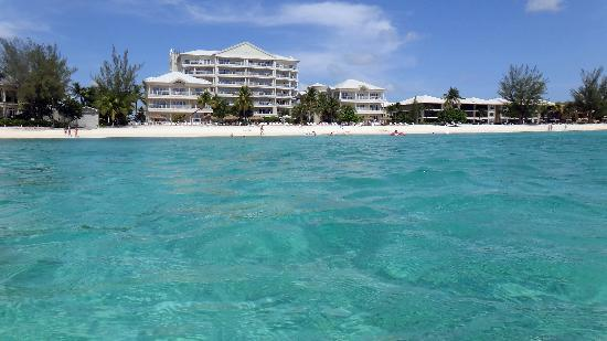 Caribbean Club Luxury Boutique Hotel : Beach view from the water
