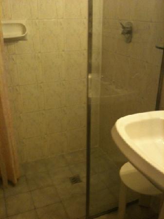 هوتل فيلا ليبرتي: doccia