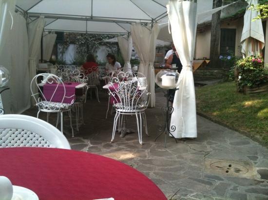 Hotel Villa Liberty: colazione all'esterno