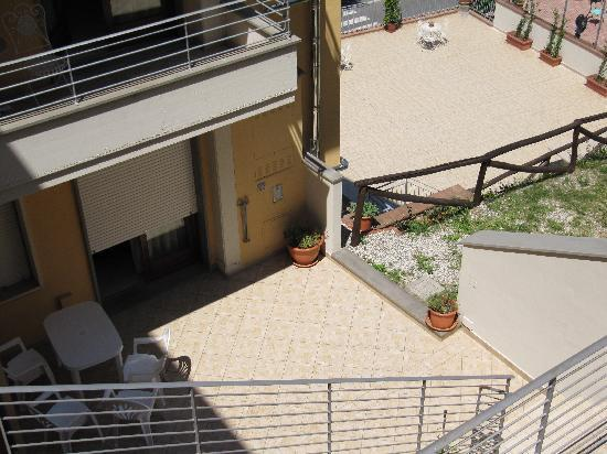 Residence Montefiore: we actually liked having a terrace in shadow