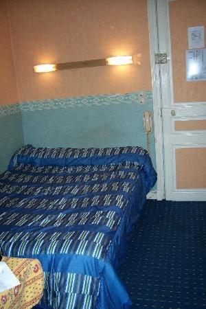 Hotel Le Monopole : bed