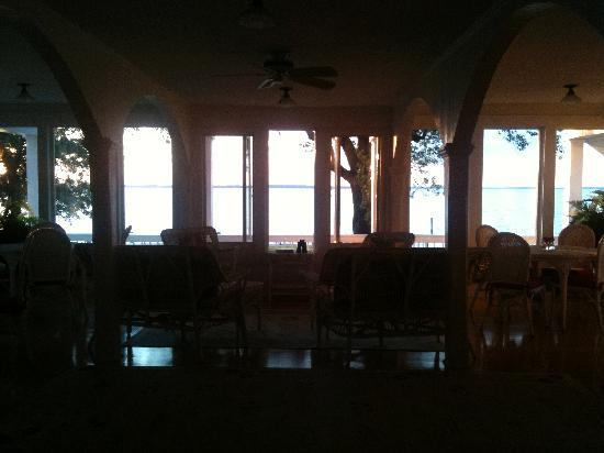 Wades Point Inn on the Bay: Breakfast room at dusk.