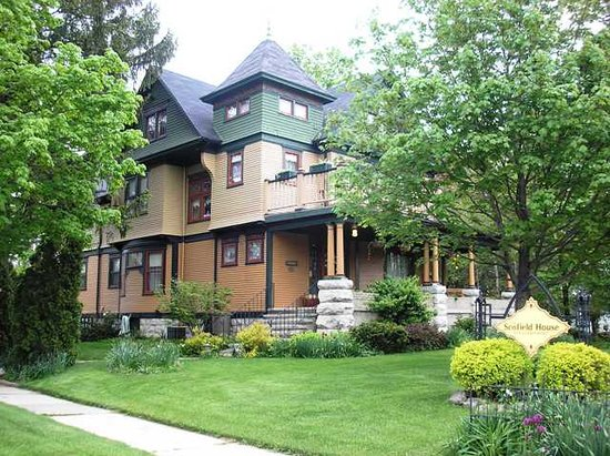 Scofield House Bed and Breakfast: Modern amenities, Victorian charm
