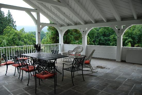 The Storm King Lodge: The porch