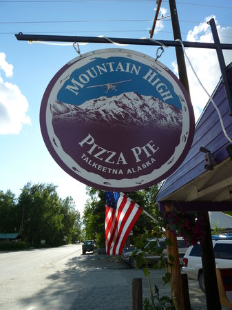 Mountain High Pizza Pie: Main entrance