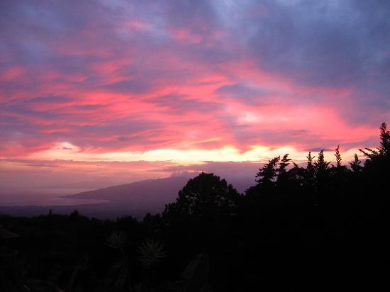 Kula Lodge: Sunset here just gets better and better!