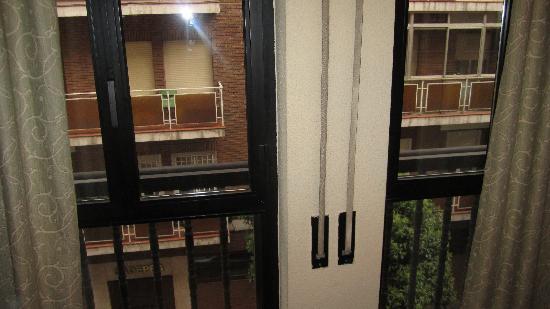 Aparthotel Quo Eraso: windows