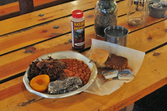 Hill City, Dakota do Sul: Barbecued Buffalo, Potato, and all the fixin's at Circle B outside Rapid City, SD
