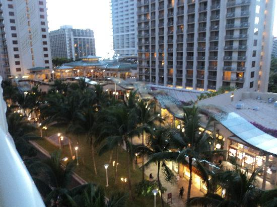 Wyndham at Waikiki Beach Walk: View over Lewers Street