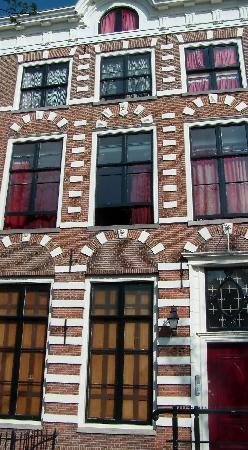 Amsterdam Escape: The building from the outside