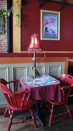 Sirens Pub : Table inside Sirens.