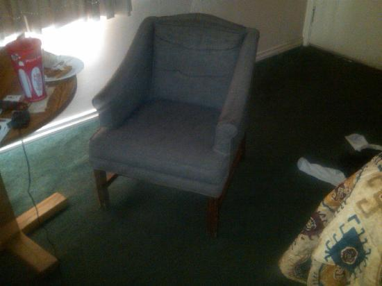 Mountain View Motel: Old chair