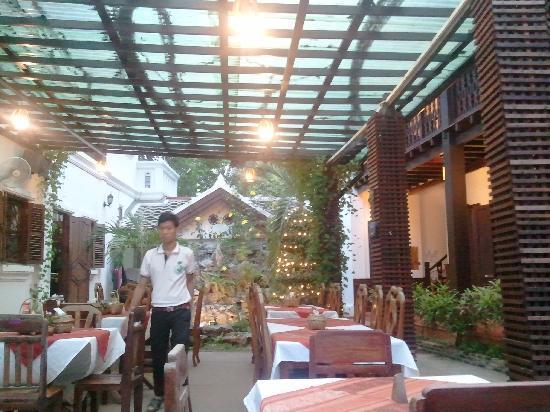 Phousi Guesthouse: Lobby Area