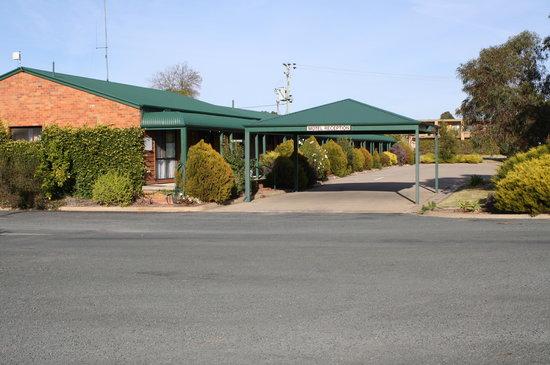 Deniliquin, Australia: Front of Motel