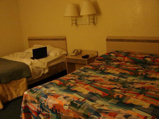 Motel 6 Thousand Oaks, CA: room