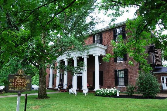 Harrodsburg, KY: Beaumont Inn