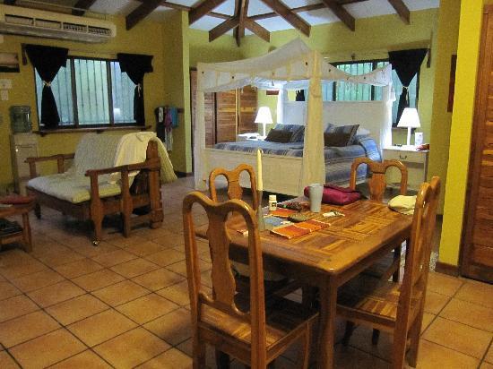 Villas Hermosas: The Room
