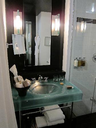 Hotel Le Germain Quebec: Bathroom