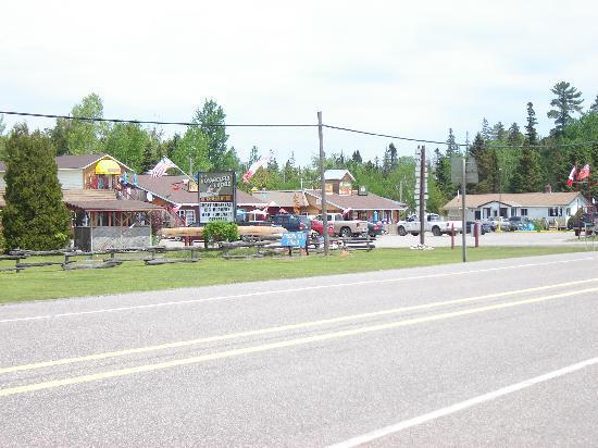 Voyageur Cookhouse: Wide shot across Hwy 17 N