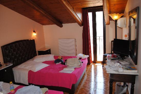 Hotel Varonos: rooftop room