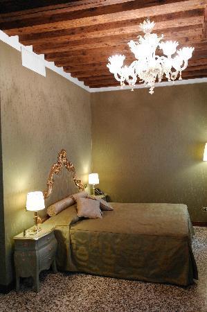 Hotel Al Ponte Mocenigo: Our room was stunning
