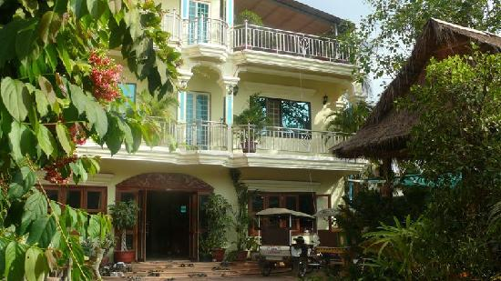 Aroma Daily Guesthouse: Outside front