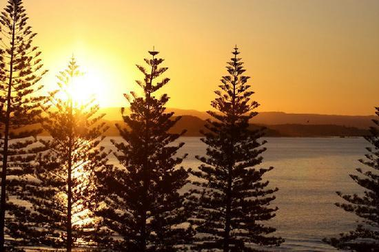 Rainbow Bay Resort: Sun set from the balcony