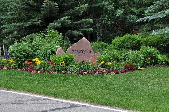 Ridgepoint Townhomes at Beaver Creek: Entrance to Ridgepoint