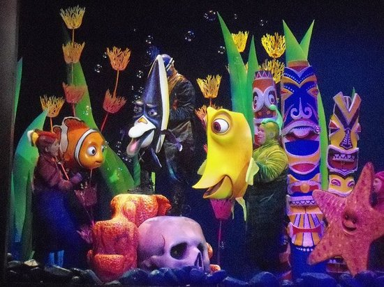 Nemo- The Musical at Disney's Animal Kingdom: The tank.