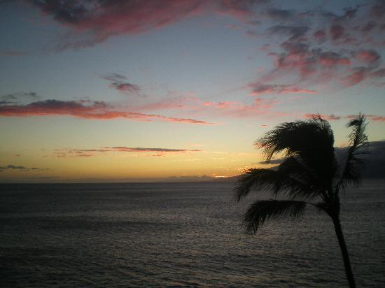 Kaleialoha Condominiums: Sunset from the lanai