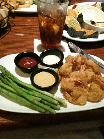 Longhorn Steakhouse Medlock Bridge Rd: fried shrimp and steamed asparagus