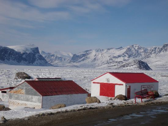 Auyuittuq Lodge: view from front steps