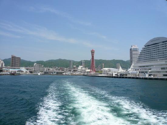 Kobe Port Tower: 海からのタワー