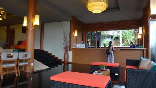 Karon Phunaka Resort: The lobby
