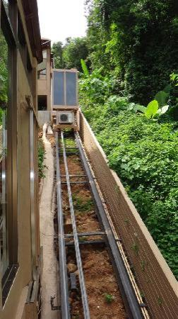 Karon Phunaka Resort and Spa : The 45 degree elevator