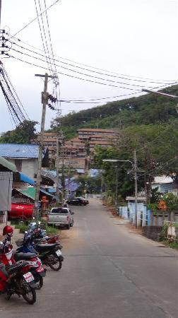 Karon Phunaka Resort and Spa : The hotel from a far