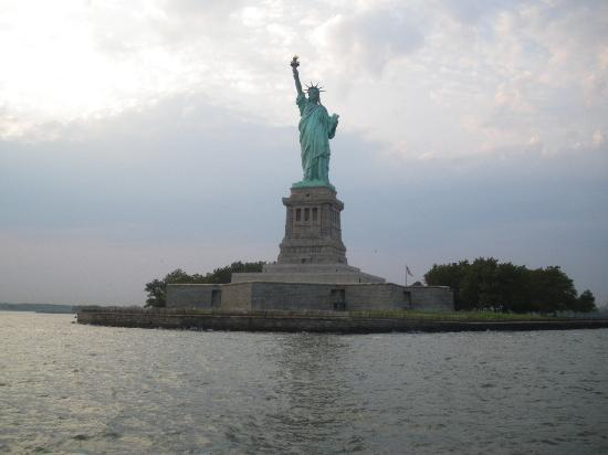 Broadway Hotel and Hostel: Statue of Liberty