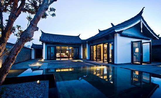 Pullman Lijiang Resort & Spa: Villa garden
